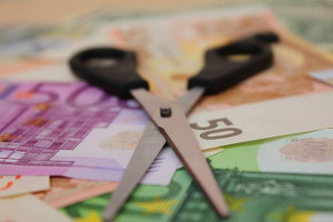 Nůžky a peníze